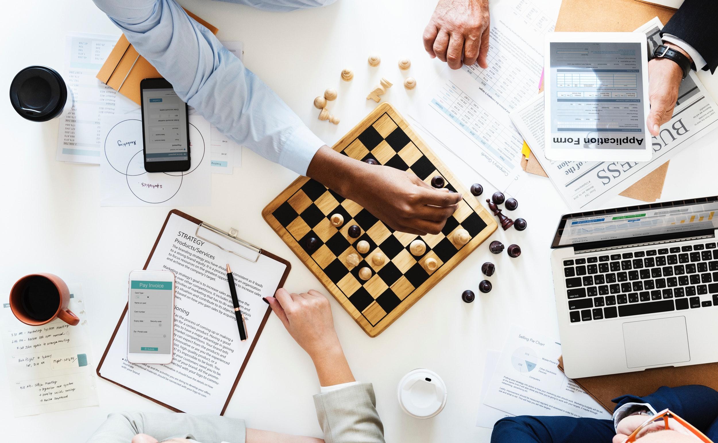 business-cellphone-chess-910330